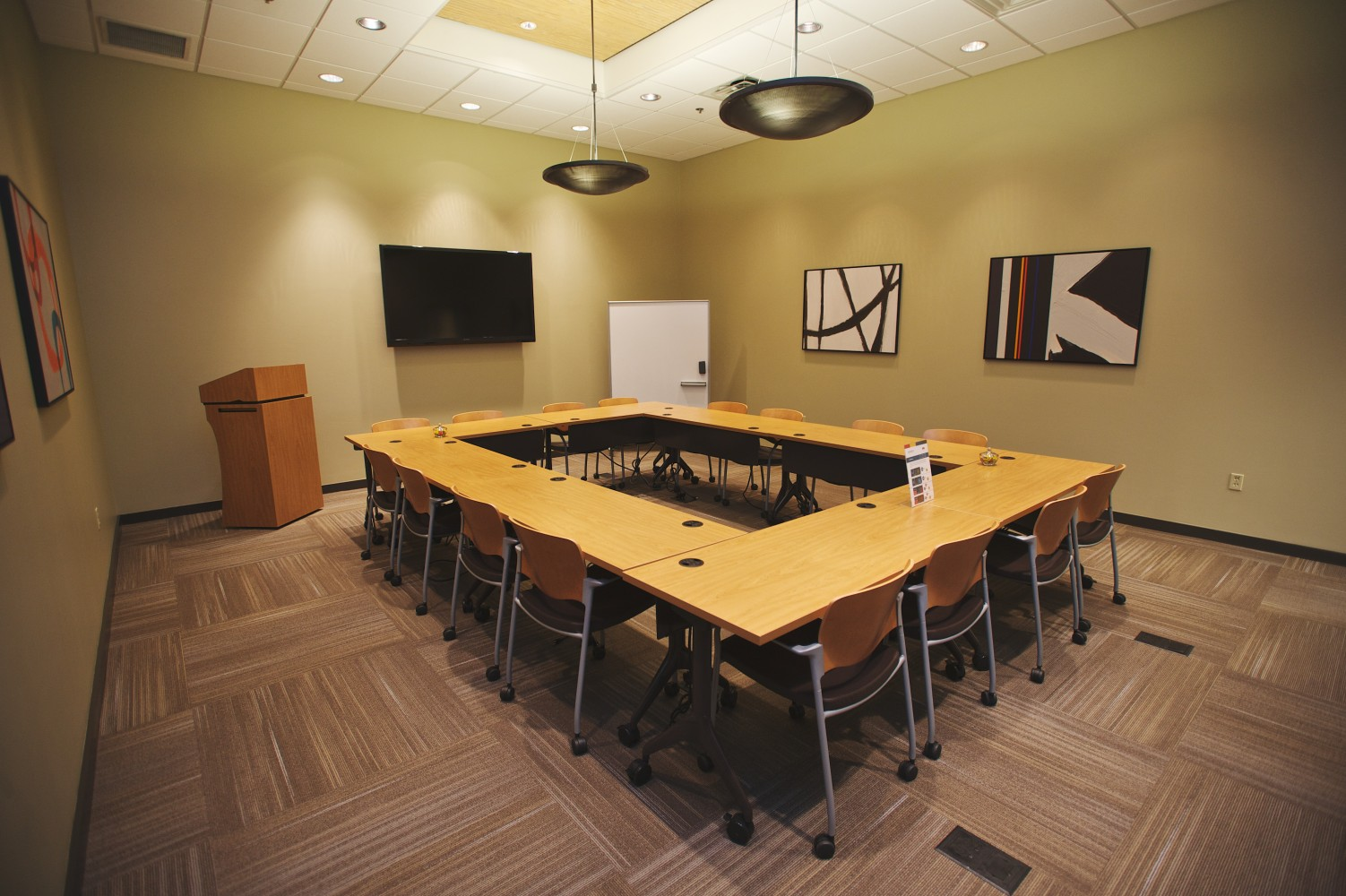 Small conference space for rent in Brentwood, TN, conference room rentals, training room rentals and corporate training rooms at Envision, call today!